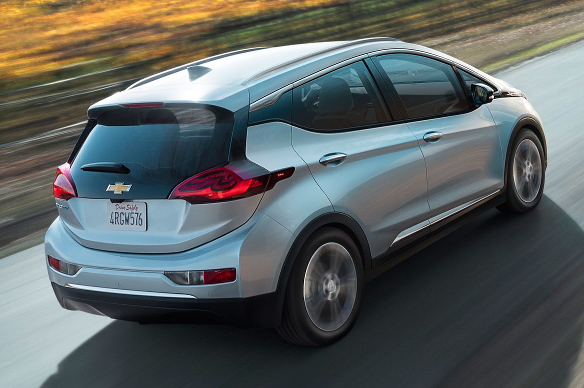 2017-Chevrolet-Bolt-EV-rear-side-view2