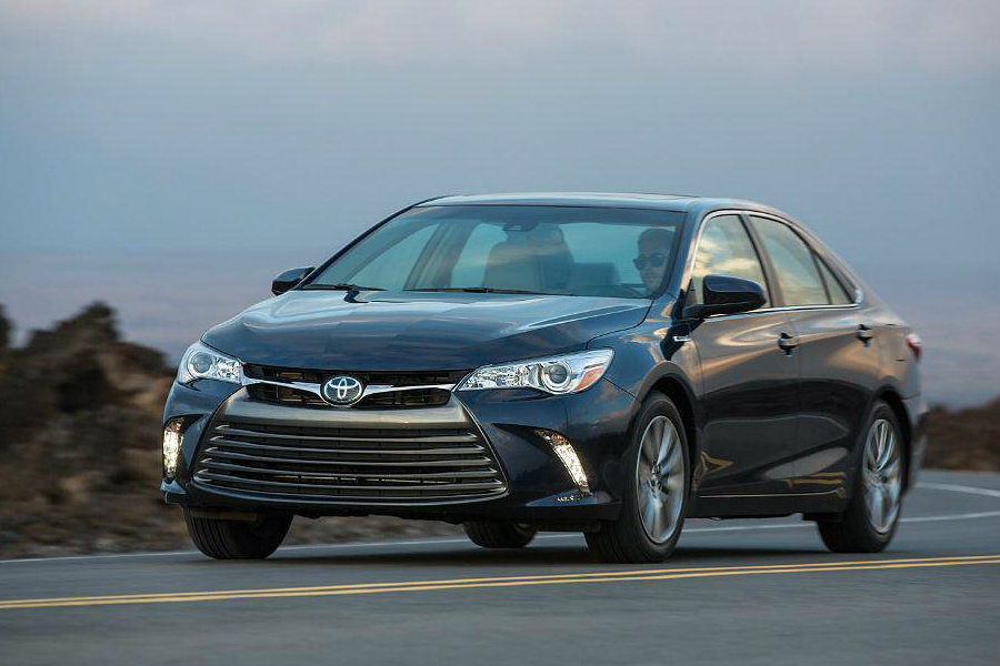 The 2016 Toyota Camry Hybrid. Image Source: Auto Parts