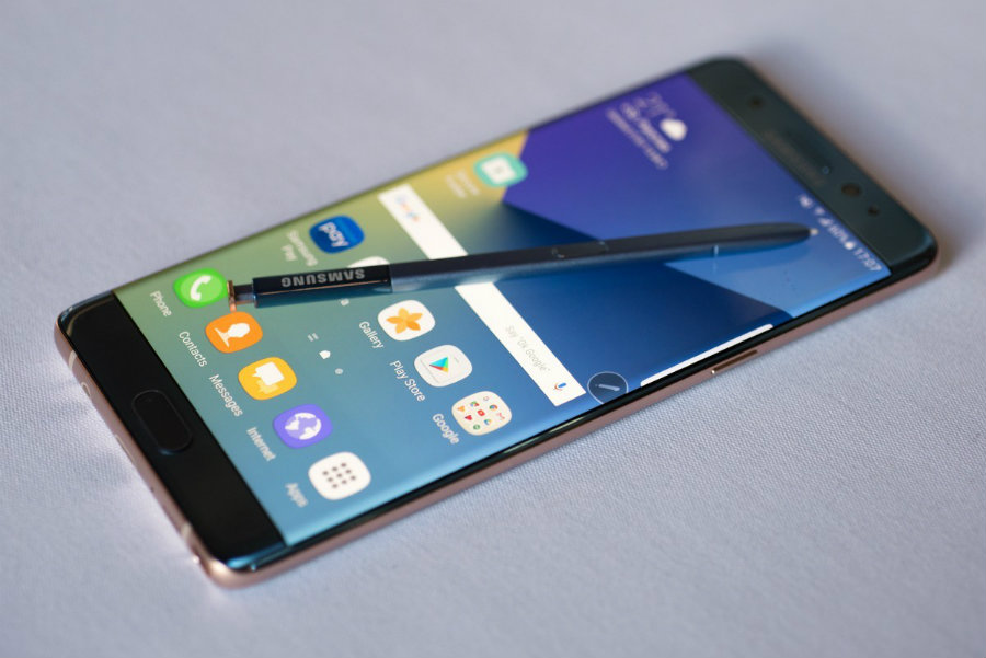 When on 'Always on Display' mode, the Note 7 needs restarts from time to time, so it continues to run without issues. Image Source: Tech Radar