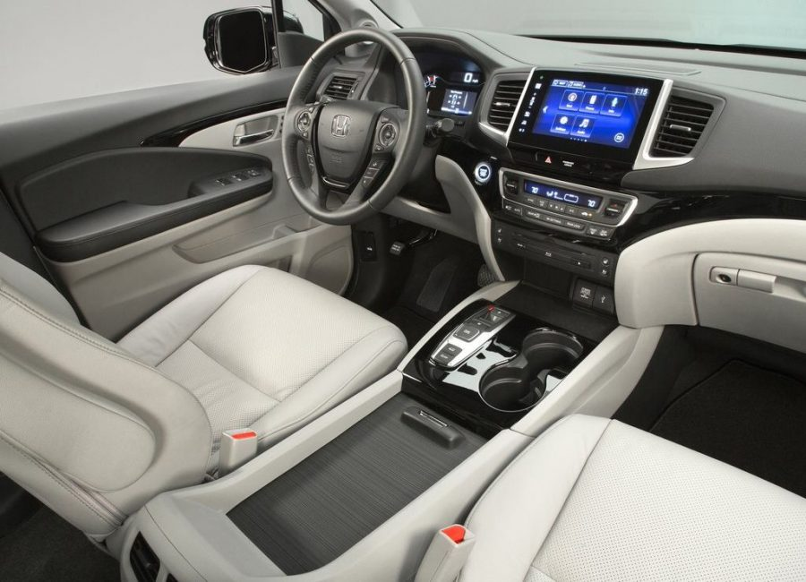 A look inside the interior of the 2017 Honda Pilot SUV. Image Source: Car Design