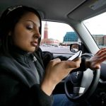 The NHTSA asks Samsung and Apple to block apps while driving