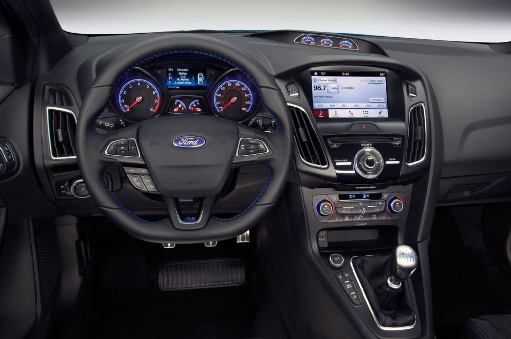 2016-ford-focus-rs-interior