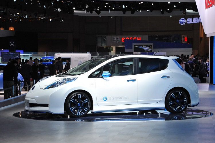2016-nissan-leaf-side-view