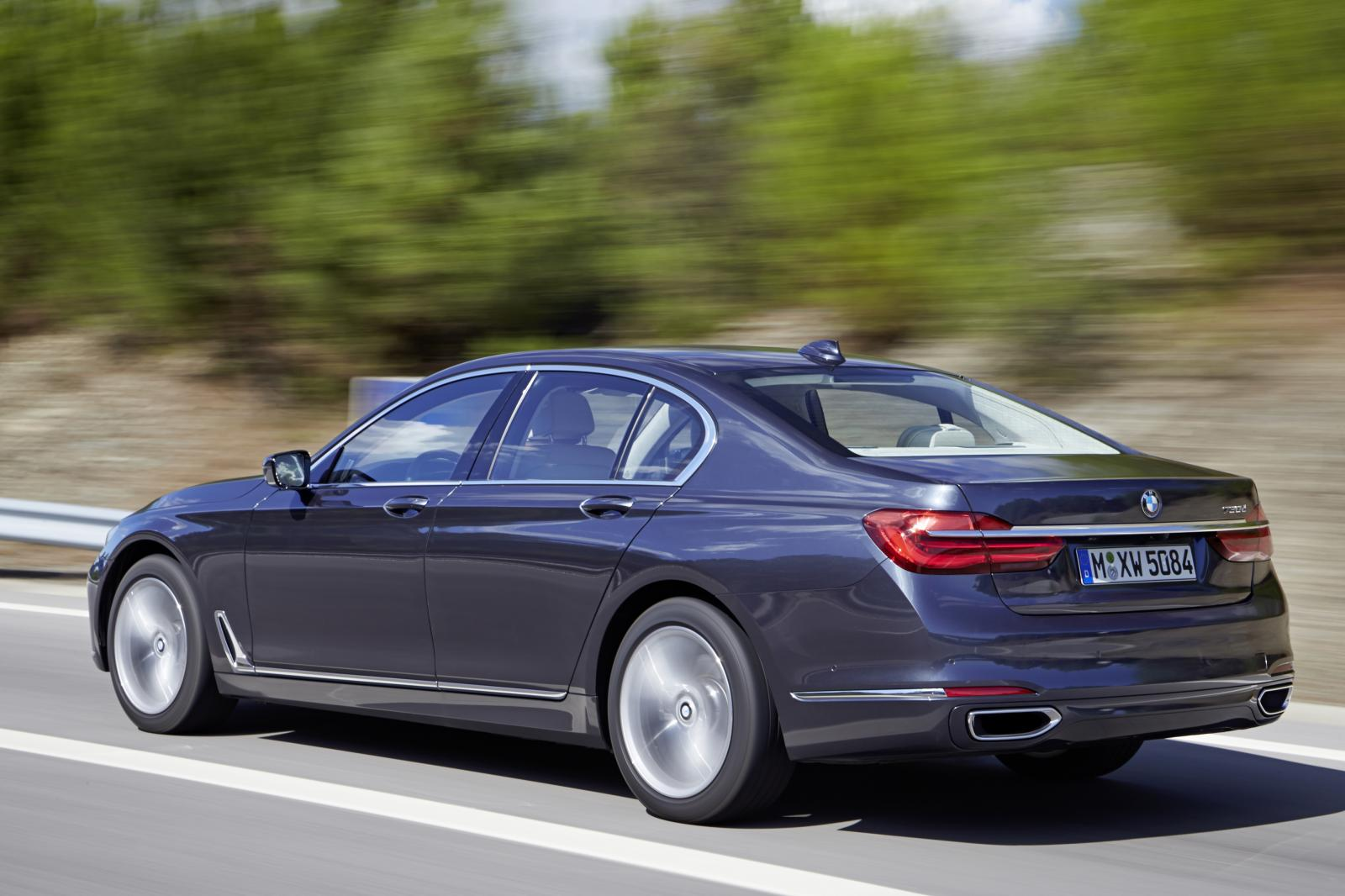2016-BMW-7-Series-201