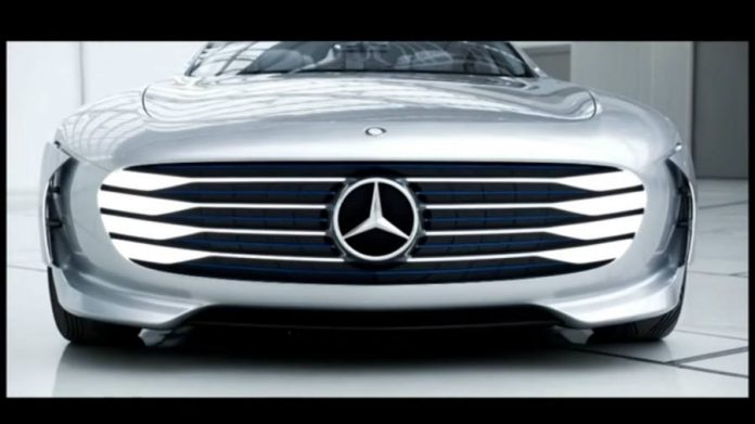 Autopilot claim on Mercedes Benz ad triggers complaints to the FTC