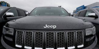 Video Two hackers hijack a Jeep Cherokee with a laptop