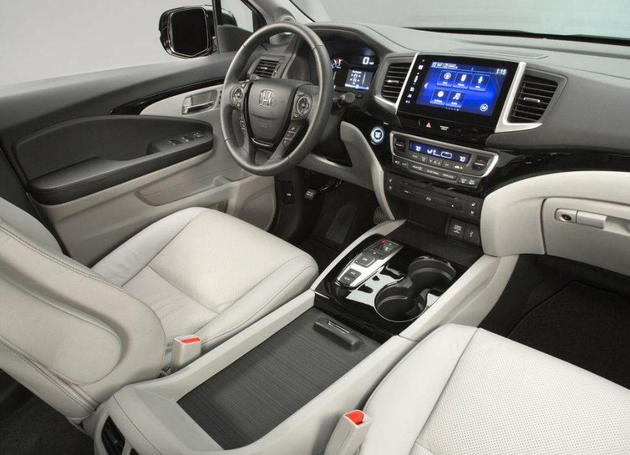 A look inside the interior of the 2017 Honda Pilot SUV. Image Source: Car Design