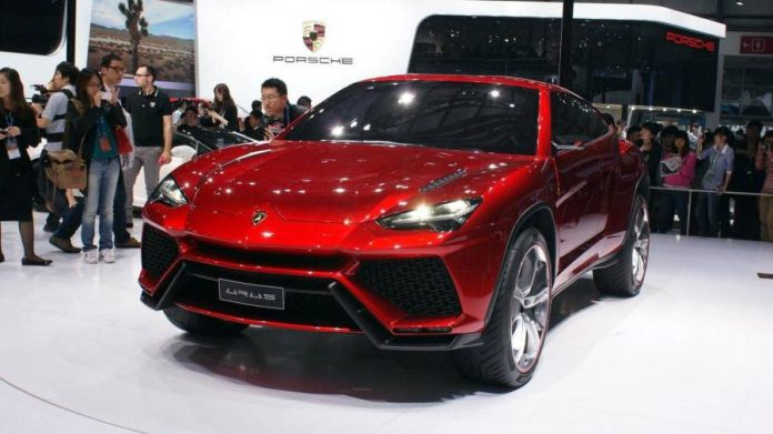 lamborghini goes green with the 2018 urus hybrid suv. Black Bedroom Furniture Sets. Home Design Ideas