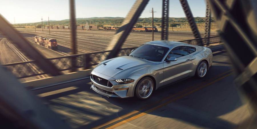 Ford Mustang 2018 Silver.