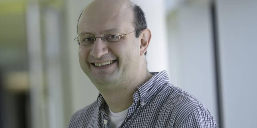 Kostas Skenderis, Holographic Universe defender.