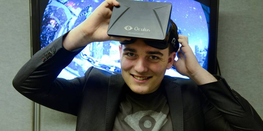 Palmer Luckey with an Occulus Rift headseat.