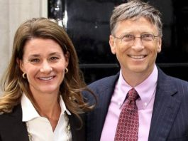 Bill and Melinda Gates pose for a photo