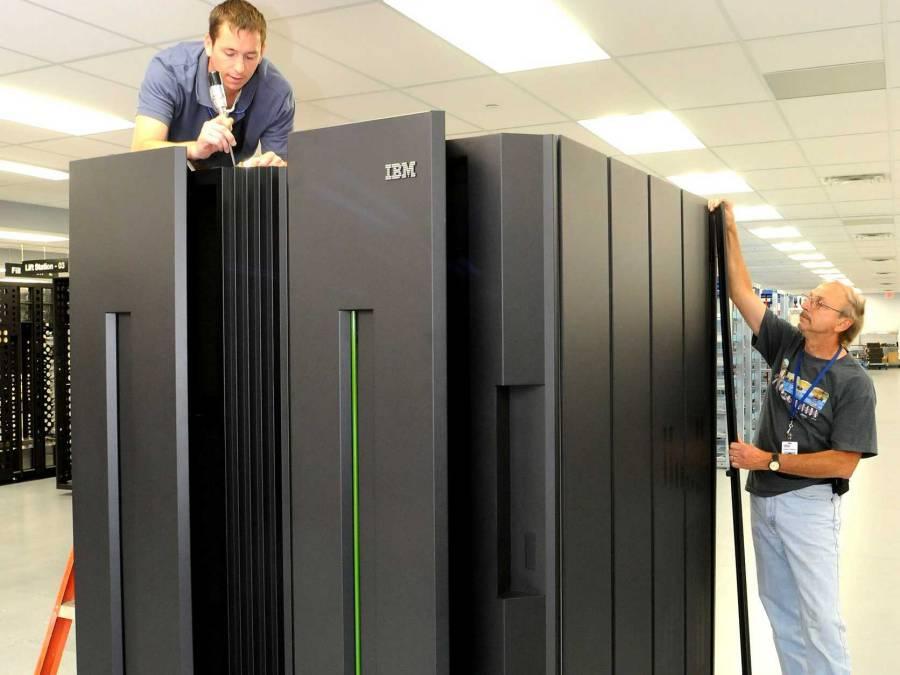 IBM-computer-mainframe