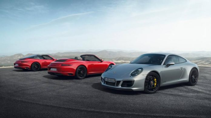 Watch the new models of the 2017 Porsche 911 GTS