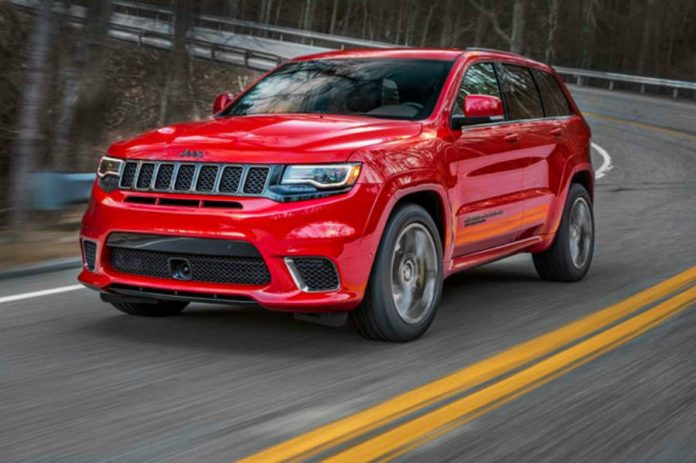 2018-Jeep-Grand-Cherokee-Trackhawk-front-three-quarter-in-motion