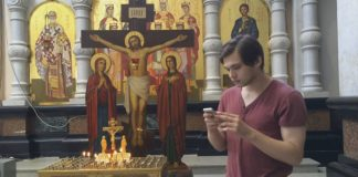 Ruslan Sokolovsky playing Pokemon Go in a Russian church