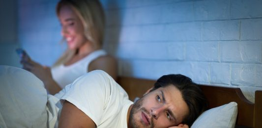 How to read cheating spouse text messages